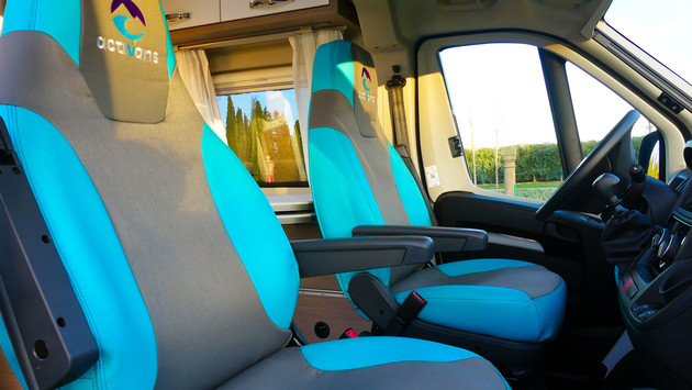 Pössl Roadcruiser Evolution front seats with activans logo and colours